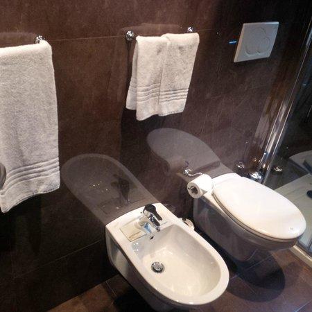 c-hotels Club: Small bathroom