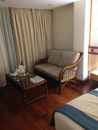 Constantinou Bros Athena Beach Hotel: suite