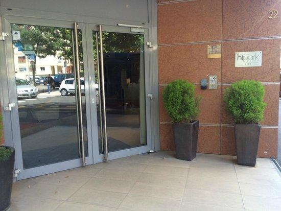 Hipark Design Suites Nice: Hotel door