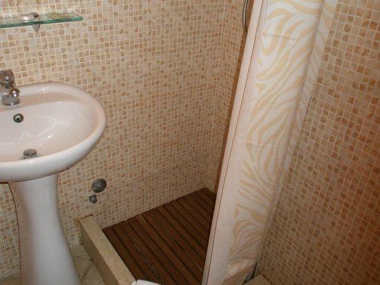 Mucci Hotel: baño1