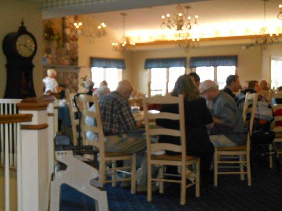 Essenhaus Inn & Conference Center : breakfast room