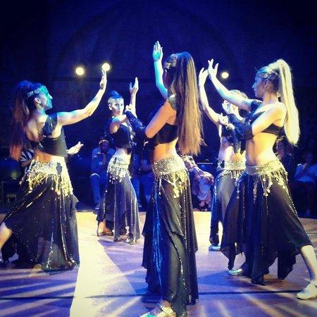Hodjapasha Cultural Center: Dança