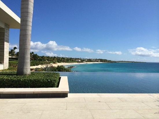 Four Seasons Resort and Residences Anguilla : View from pool looking at private beach
