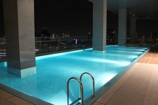 Oasia Hotel Novena, Singapore by Far East Hospitality: Pool outside Club Lounge
