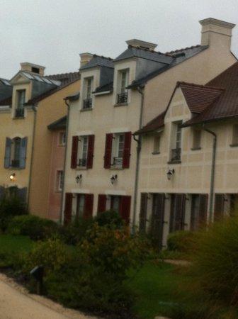 Marriott's Village d'lle-de-France: Another view of the villas
