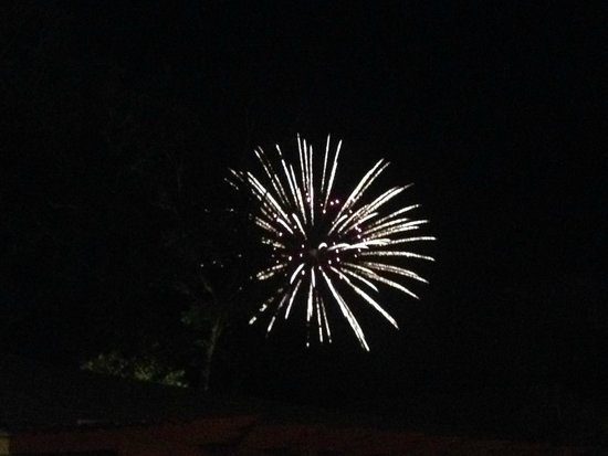 Clipper House Inn: Friday Nigth Fireworks from our Cottage!