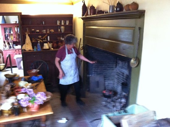 Strawbery Banke Museum: Demonstrating Colonial Cooking