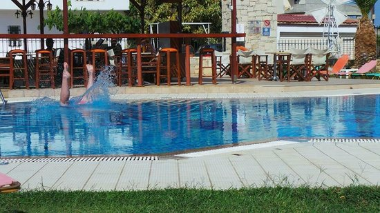 Yiannis Manos Apartments: Best hotel ever stayed in.. Definitely recomend