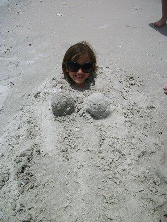 Beachcomber Beach Resort & Hotel: Fun in the sand