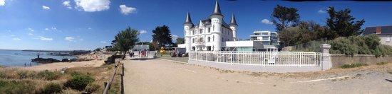 Hôtel Château des Tourelles : vue du chemin du littoral