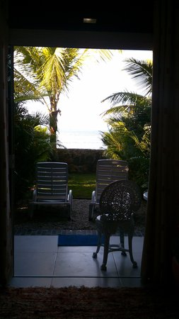 Pousada Kaliman: vista da cama pro jardim