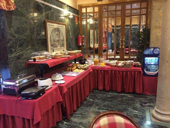 Hotel Zenit Imperial: Desayuno buffet