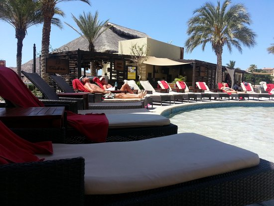 Casa Dorada Los Cabos Resort & Spa: no seats cuz people reserve and pool boys don't regulate