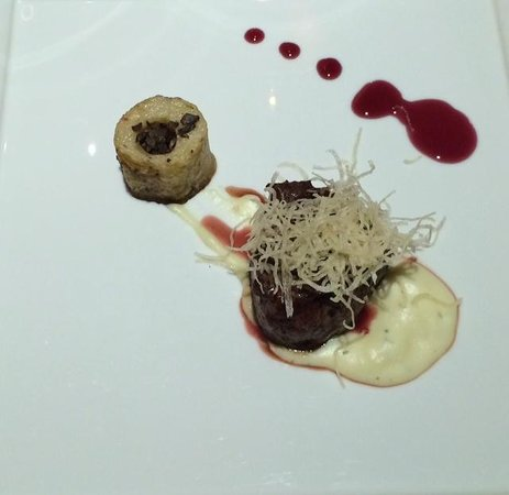 Sandos Cancun Luxury Resort: Filet w/potatoe & mushroom duxcell sided with a port wine reduction