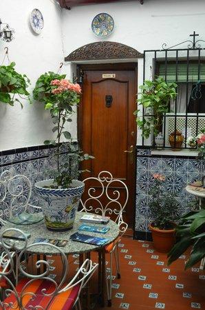 Hostal Trinidad: Cute little patio