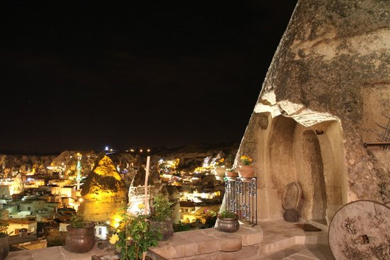 Kelebek Special Cave Hotel: Terrace overlooking Goreme at night