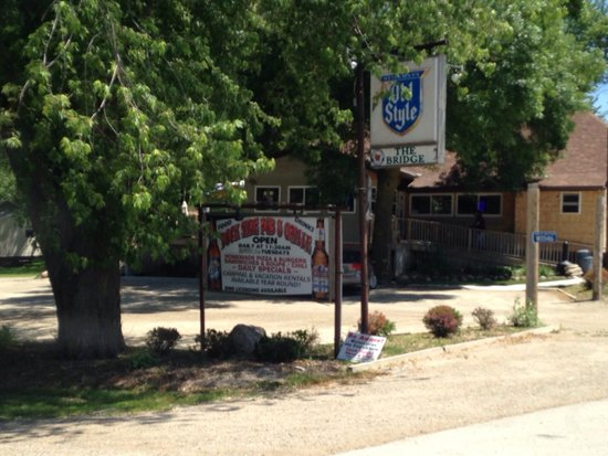Dockside Pub & Grill: Signs out front