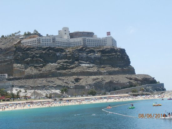 ClubHotel Riu Vistamar : The hotel from the beach
