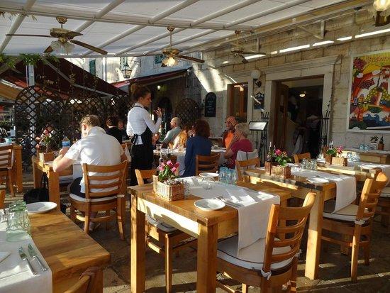 Restaurant Bugenvila: outdoor seatings