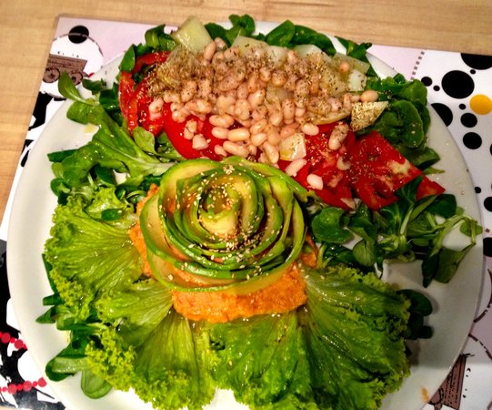 Brac : Avocado carpaccio with tomato, bean and potatoe