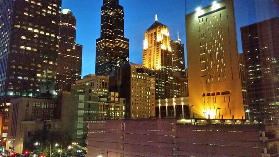 Hotel Blake Chicago: View from our comfy king size bed