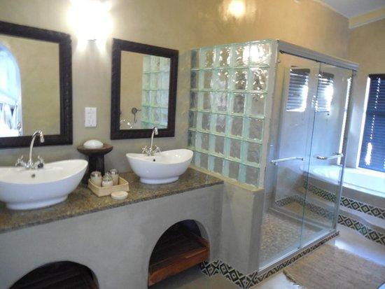 Camelthorn Lodge : Bathroom
