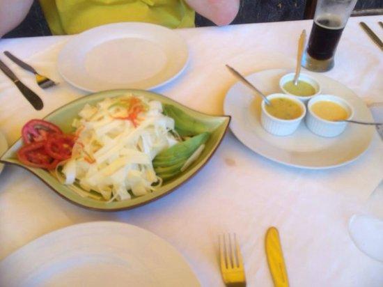 Dona Zully: Rica ensalada de chonta, con sus ajicitos.