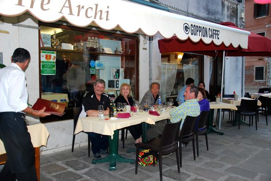 Ai Tre Archi: Outdoor seating