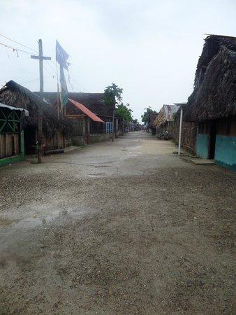 Yandup Island Lodge: Playon Chico Village