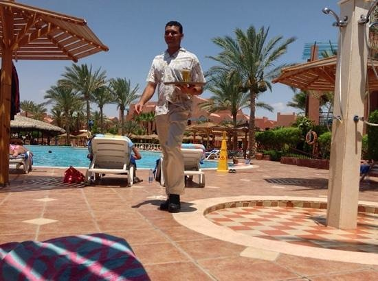 Club Magic Life Sharm el Sheikh Imperial: Mo a fantastic waiterbringing me another beer.