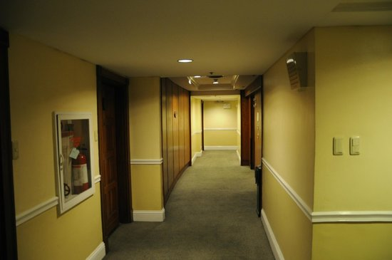 Greenstone Serviced Residences Makati: Hallway in front of my room