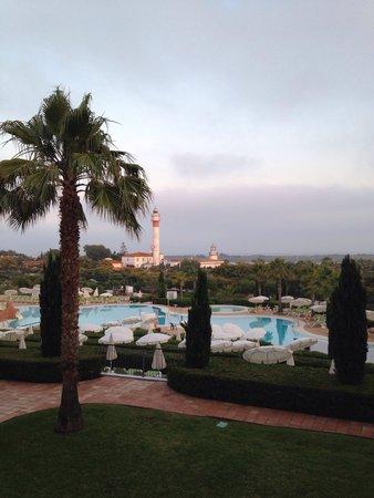 Hotel Fuerte el Rompido: Vistas de la piscina y el faro