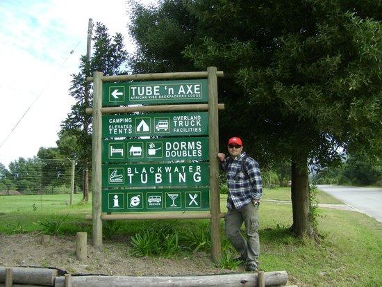 Tube 'n Axe Backpackers Lodge: Entrance to Tube n Axe