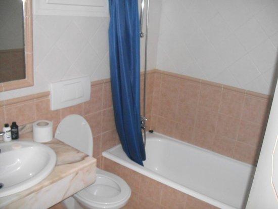 Caleta Dorada: bathroom