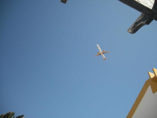 Club Caleta Dorada: Plane flying other