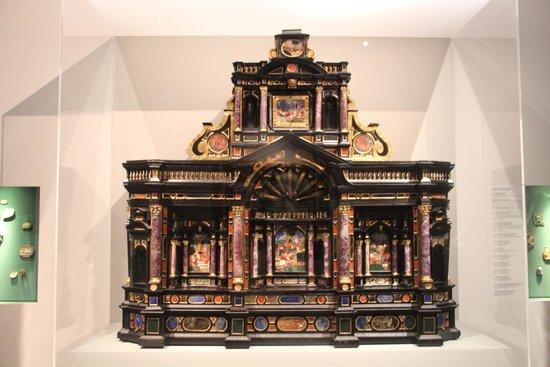 Museo Correr: Ларец разукрашен каменной мазаикой