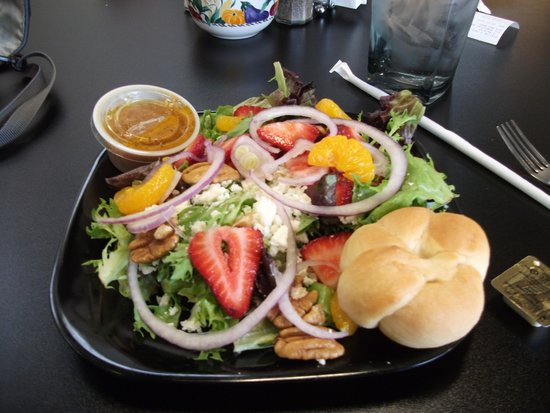 Station 2 Cafe : my strawberry & pecan salad: sooo good!