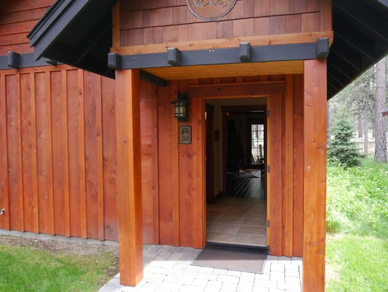 Five Pine Lodge & Spa: Front Romatic Cabin