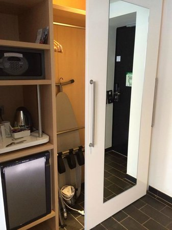 Scandic Palace Hotel: Minibar, safe etc