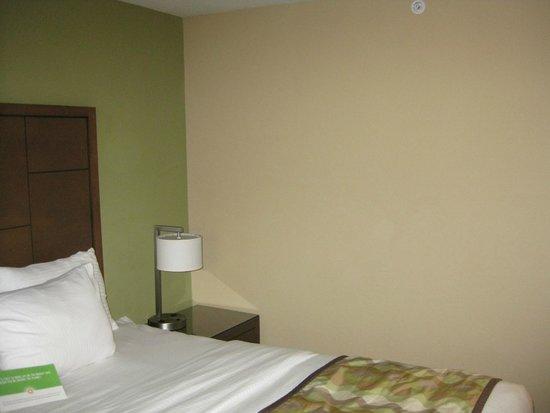 La Quinta Inn Austin North: drab decor in room