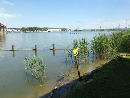 Camping Zeeburg: Surrounded by water