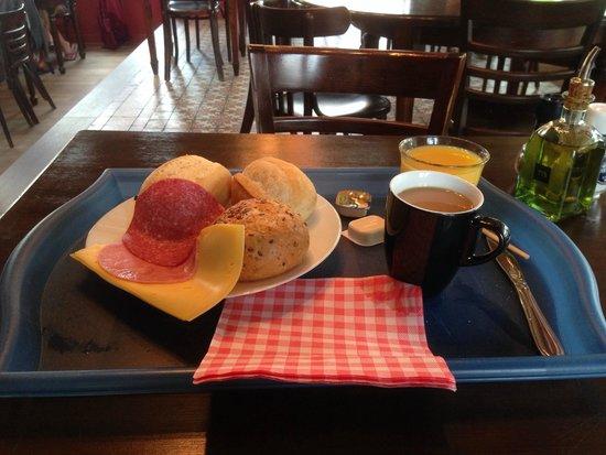 Camping Zeeburg: Ontbijt/Breakfast from the buffet
