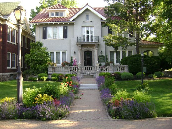 A beautifully hidden gem walking distance to niagara for The hanover house