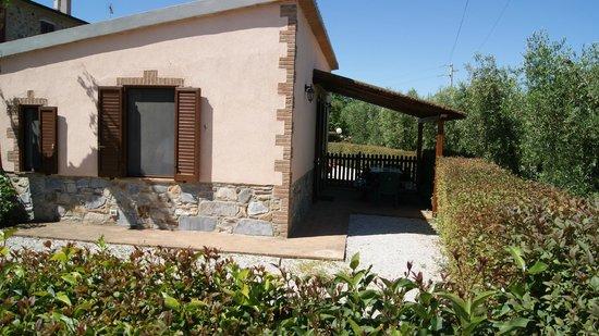 Casa Vacanze Ribocchi s.a.s. : Depandance con corte privata recintata