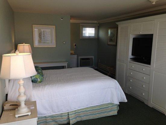 Anchorage Inn: 1 queen main bldg 1st floor north end