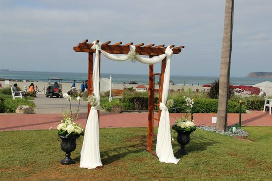 Hotel del Coronado: The Lawn for the Ceremony