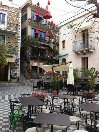 caffe bar Turrisi: Turrisi bar in Piazza Duomo, Castelmola village