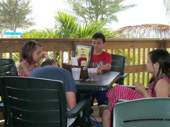 Jimmy B's Beach Bar : kiddos