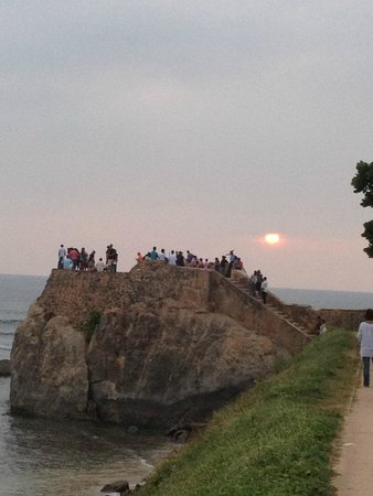 Nooit Gedacht Heritage Hotel: sunset at Galle fort