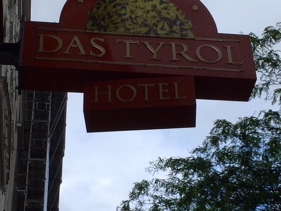Small Luxury Hotel Das Tyrol: Sign for hotel